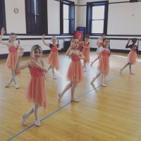 Learn steps of contemporary dance